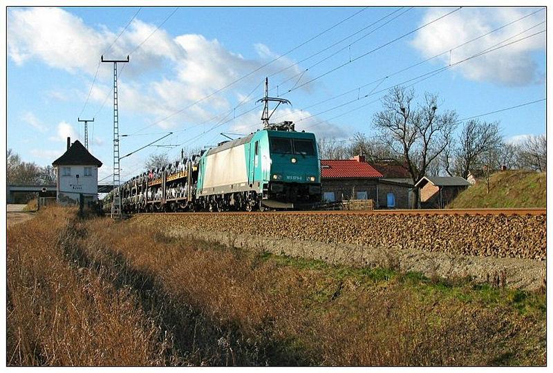 HGK 185 575-8 mit Autozug unterwegs