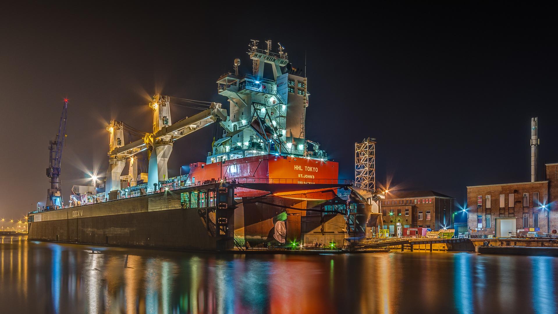 HHL TOKYO wird in Dock V repariert