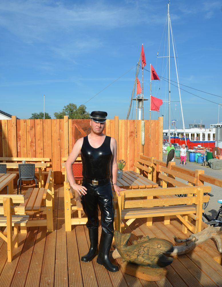 Hidensee, in Latex am Hafen in Vitte