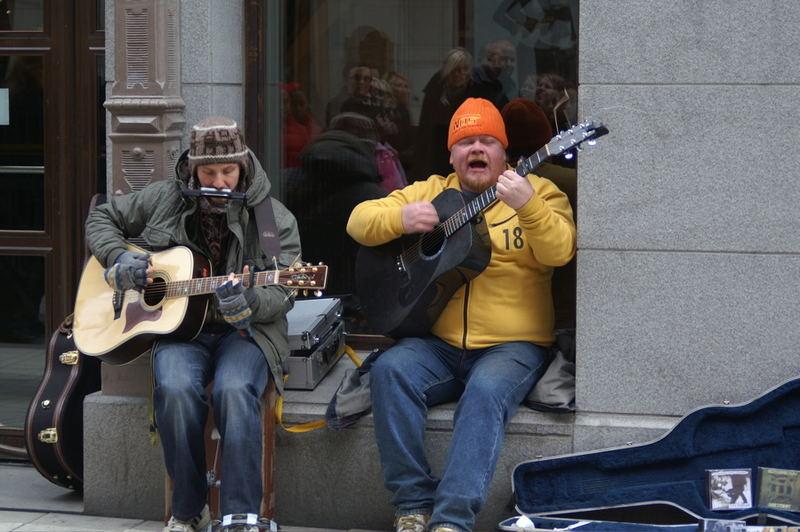Hier hat er noch eifrig gesungen...
