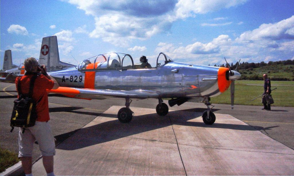 .. hier nun eine Maschine der P3 - Flyers - aus der Schweiz bei der Airshow in Freiburg..
