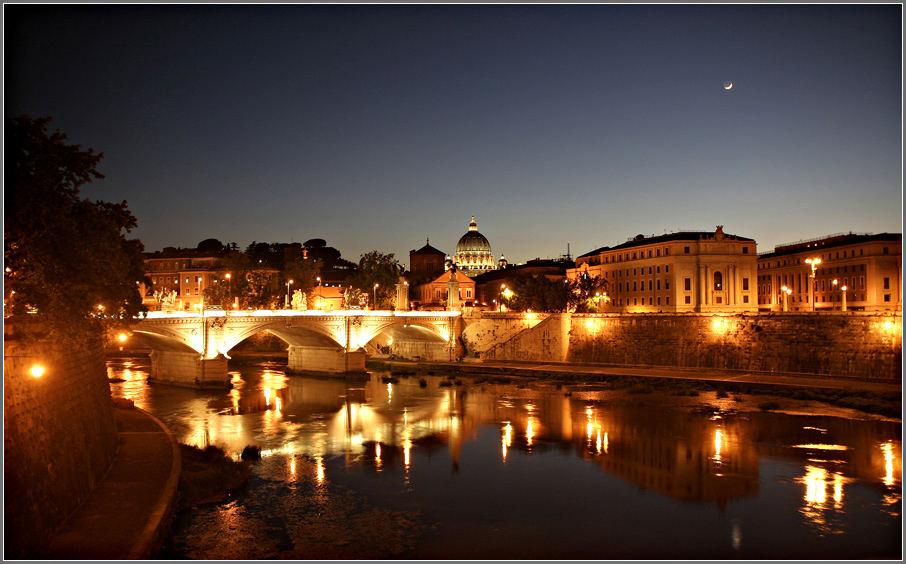 Hiermit melde ich mich zurück aus Rom mit einem Blick von der Tiberbrücke auf den Petersdom am Abend
