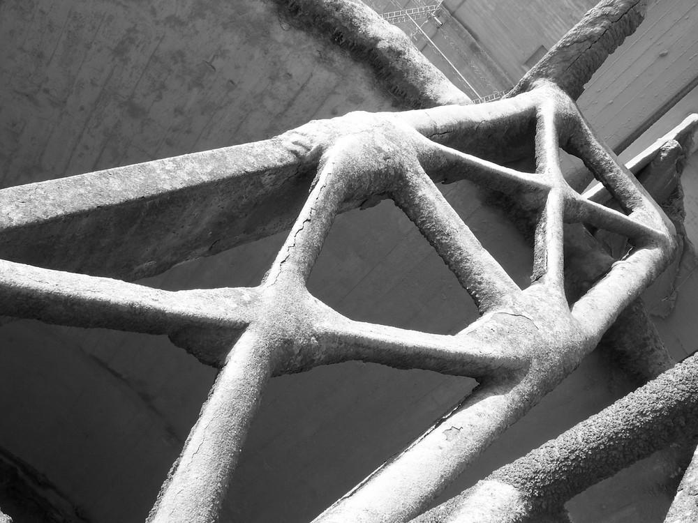 hierro bañado en cemento