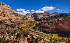 Highway 24 vom Hickman Bridge Trail aus, Capitol Reef NP, Utah