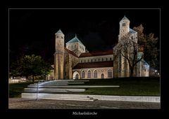 """Hildesheim """" die Michaeliskirche bei Nacht*..."""""""