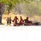 Himba mit Kindern