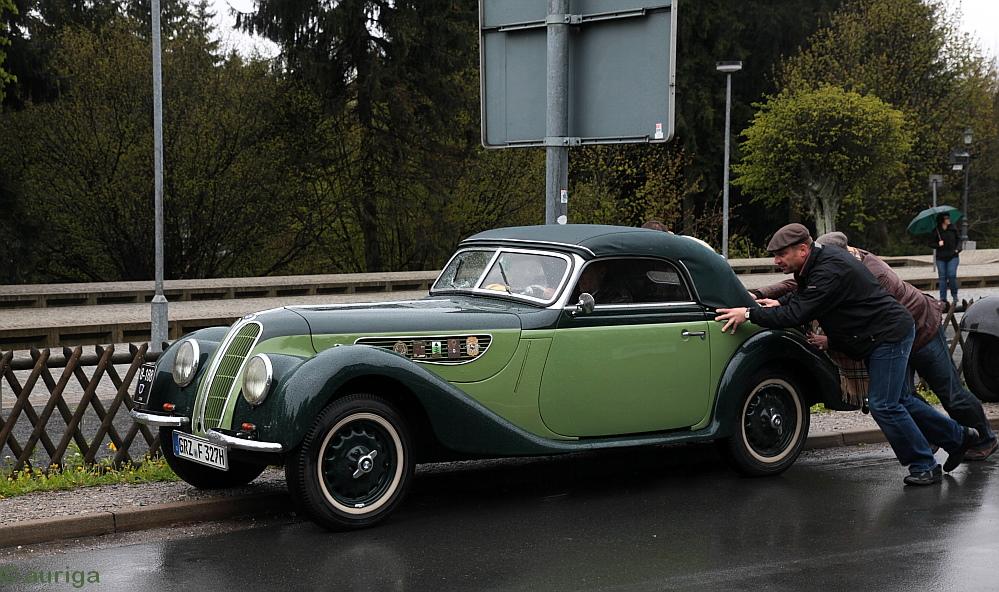 Himmelfahrt - Oldtimerzeit: BMW-Kabrio