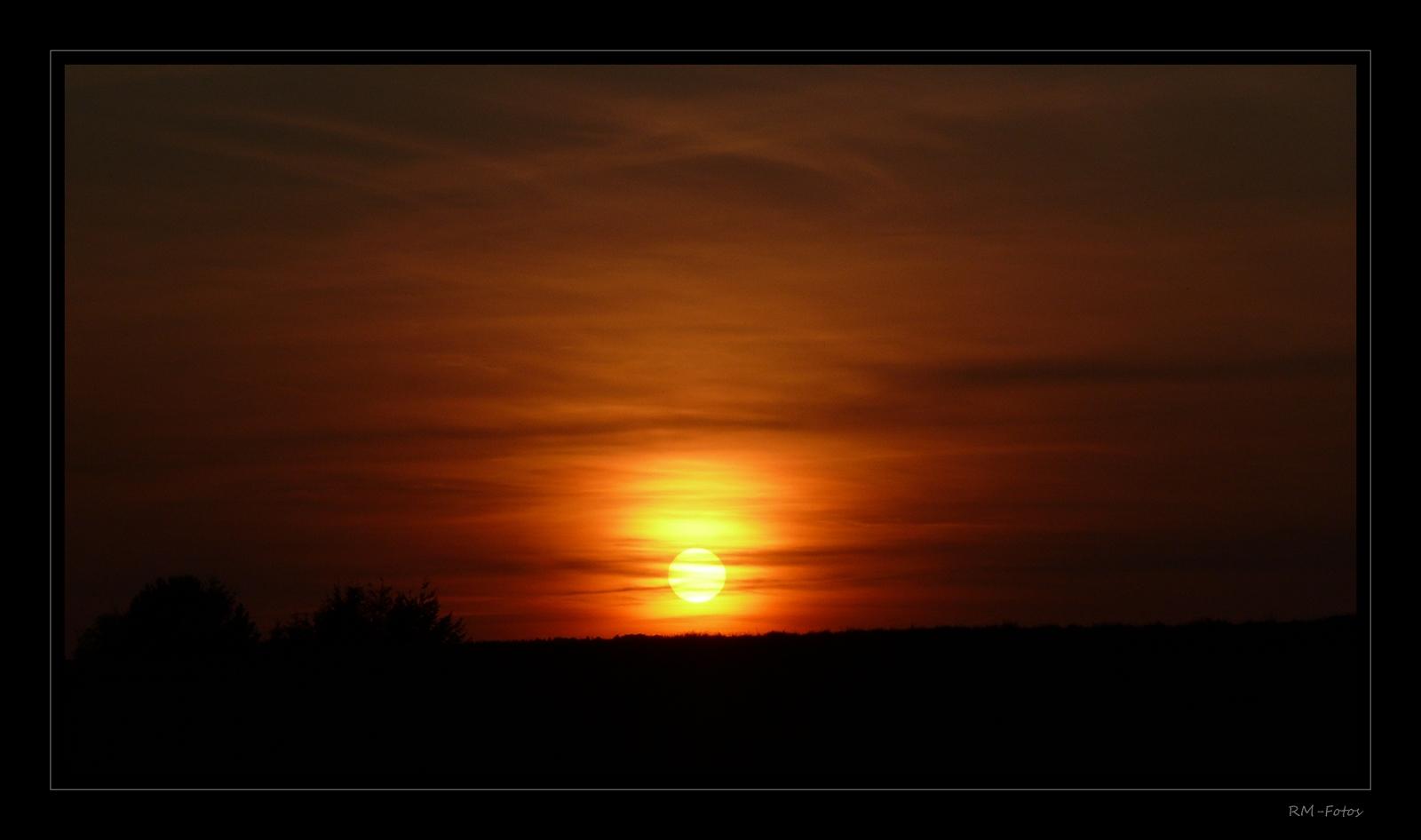 Himmelsbild mit Sonnenball