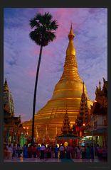 Himmelsglut über der Shwedagon