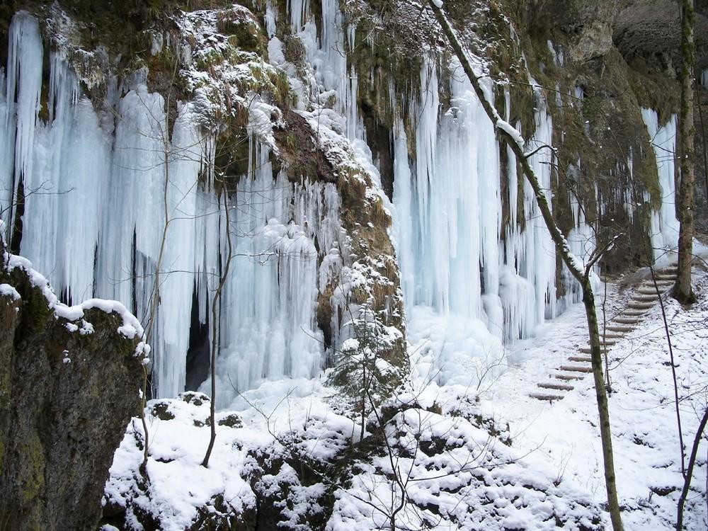 Hinanger Wasserfall (im Winter gesperrt)