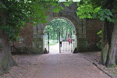 ... hinter dem Tor ...