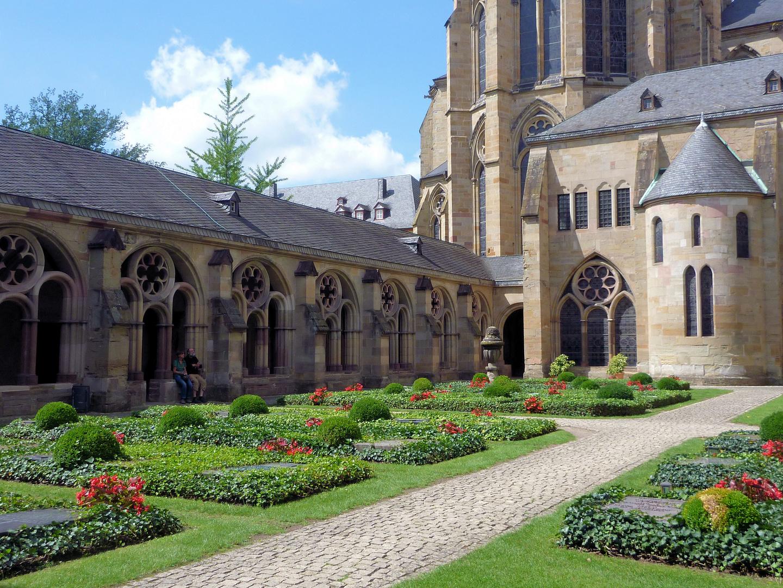 Hinter dem Trierer Dom