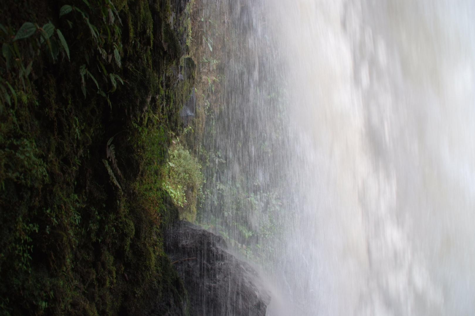 Hinter dem Wasserfall, Costa Rica