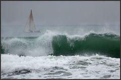 Hinter den Wellen