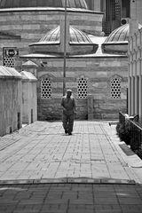 Hinter der Moschee