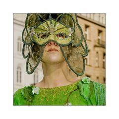 hinter die maske