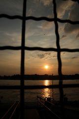 hinter Gittern - Sonnenuntergang Düsseldorf