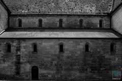 Hinter Klostermauern . . .