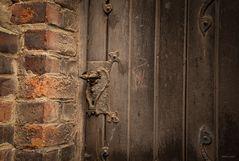 ...hinter verschlossenen Türen...