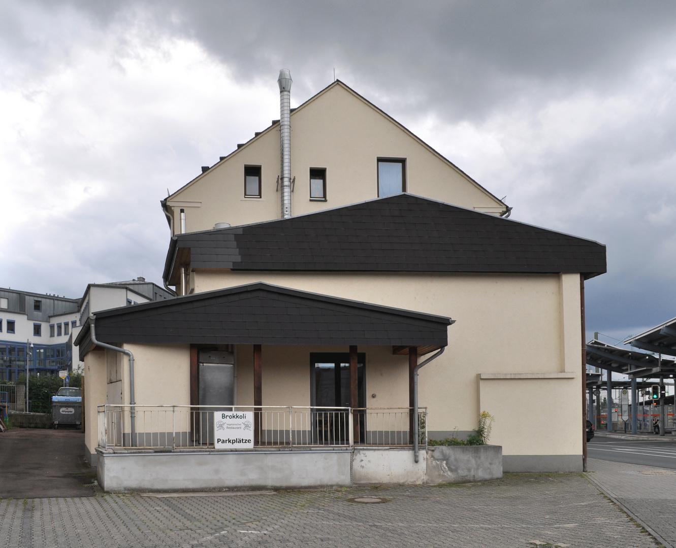 Hinterhof IV _ Brokkoliparkplätze