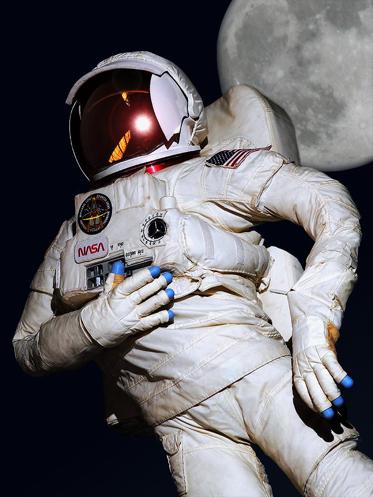 Hinterm Mond gleich links