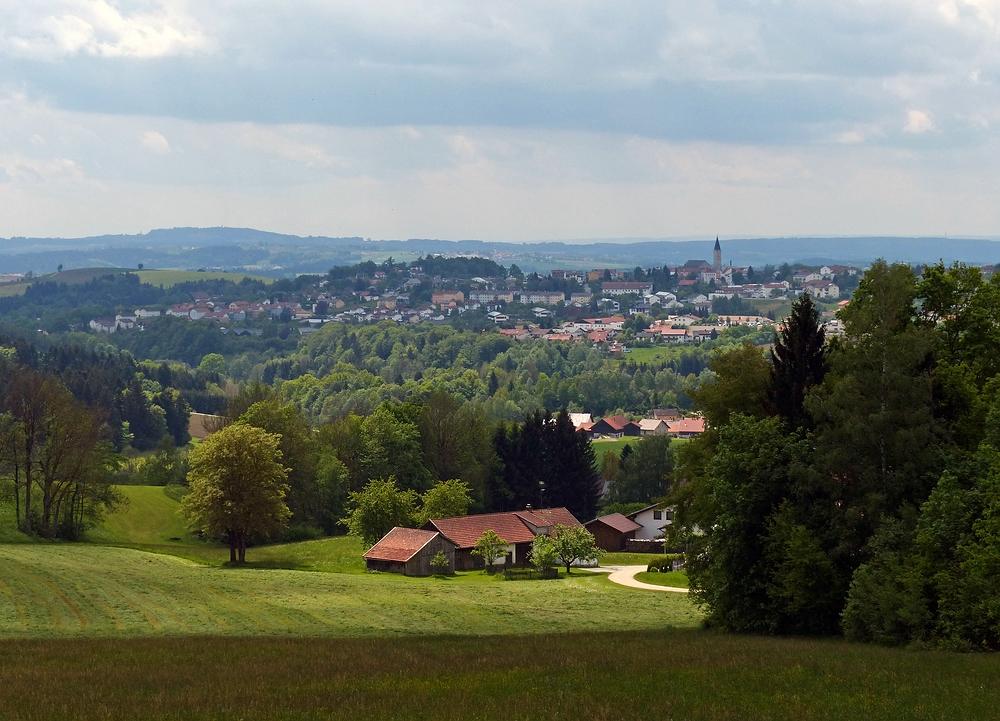 Hinunter nach Raßreuth - Hinauf nach Hauzenberg