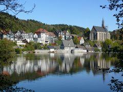 Historisches Wuppertal-Beyenburg mit dem davor liegenden Stausee