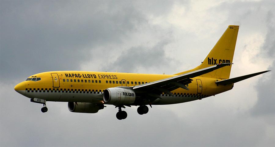 HLX 737 Taxi