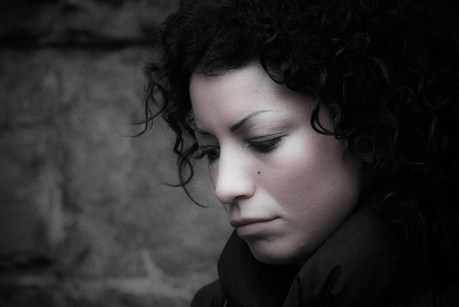 ..Ho camminato per le strade, col sole nei tuoi occhi, ci vuole un attimo per dirsi addio..