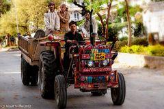 Hoch auf dem gelben Wagen - Islamabad 2012