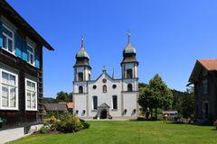 Hoch oben: Die Wallfahrtskirche Bildstein