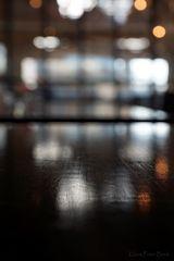 Hochglanzpolierter Tisch