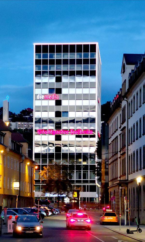 Hochhaus SPIEGEL GLANZ p-21/20-14col +3Spiegelfassaden