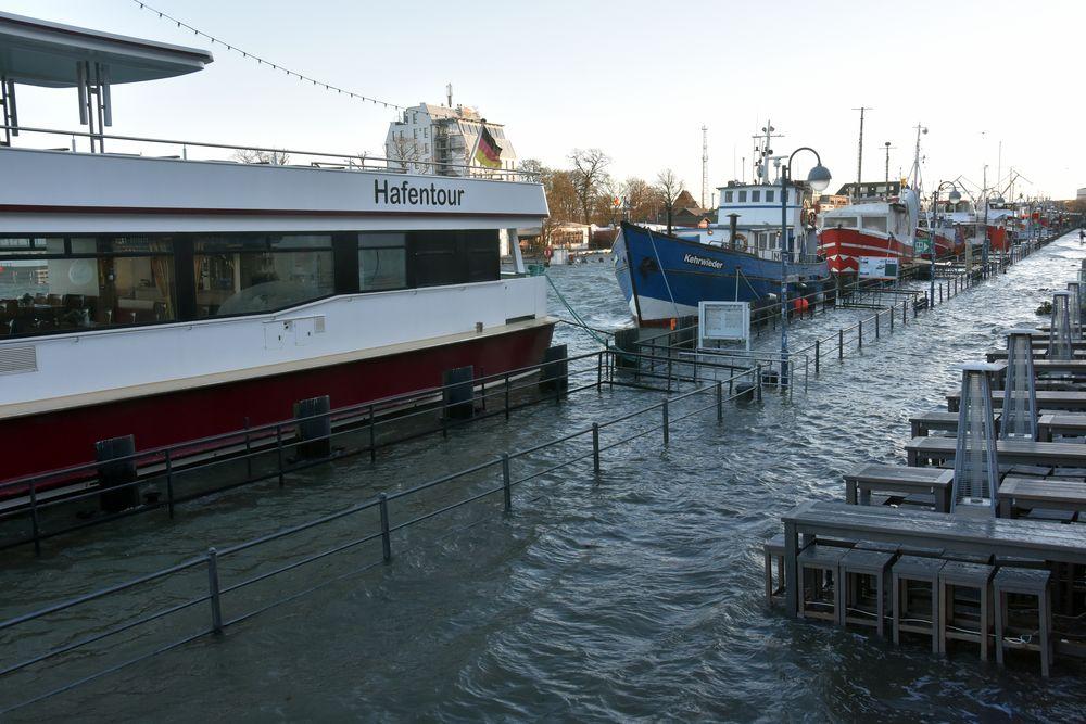 Hochwasser am Alten Strom in Warnemünde (3)