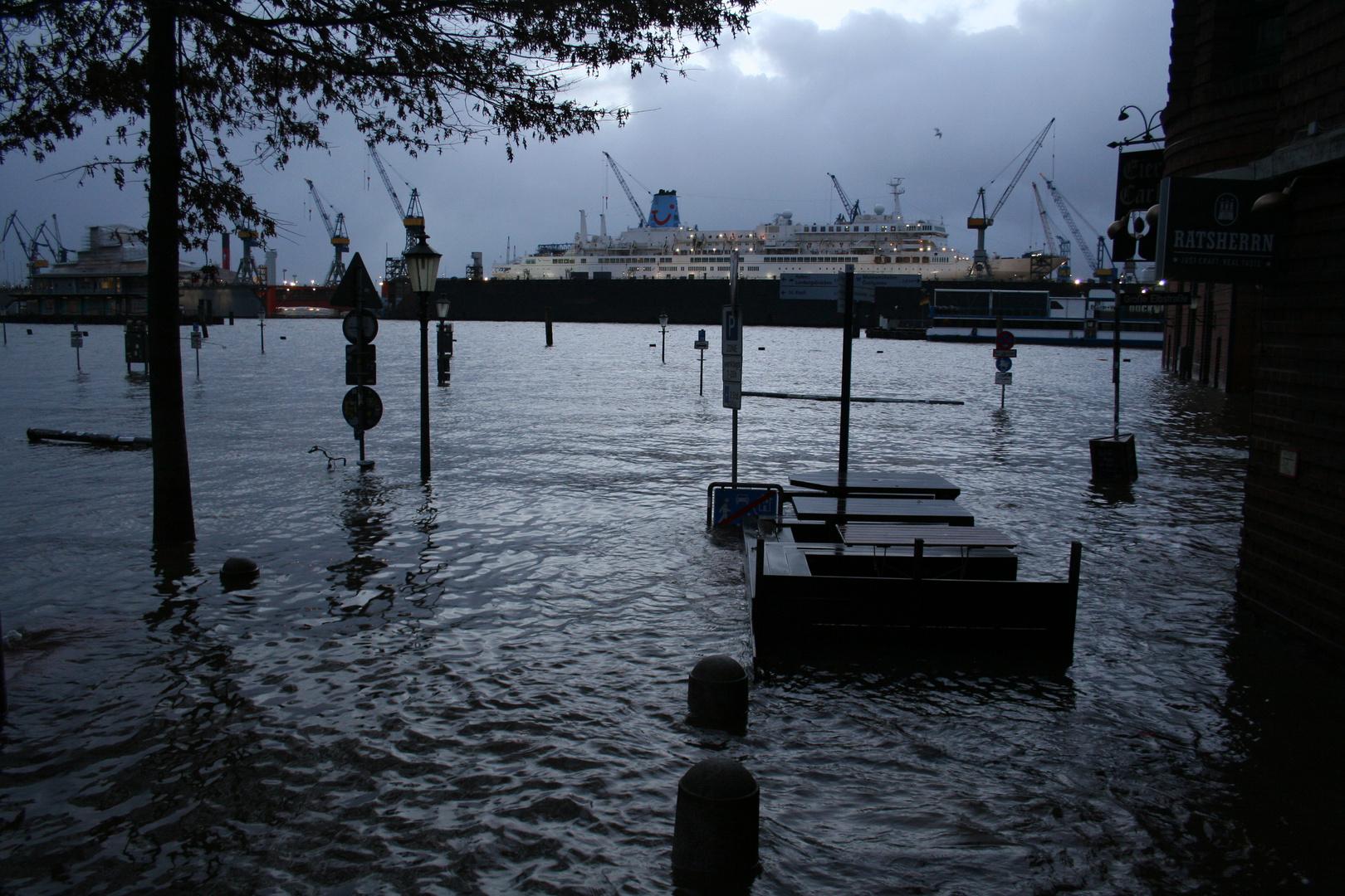 Hochwasser am Fischmarkt in Hamburg