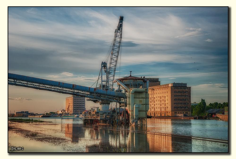 Hochwasser am Mannheimer Hafen