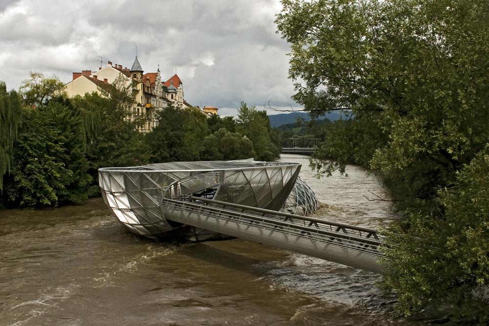 Hochwasser führende Mur mit Murinsel in Graz! (2)