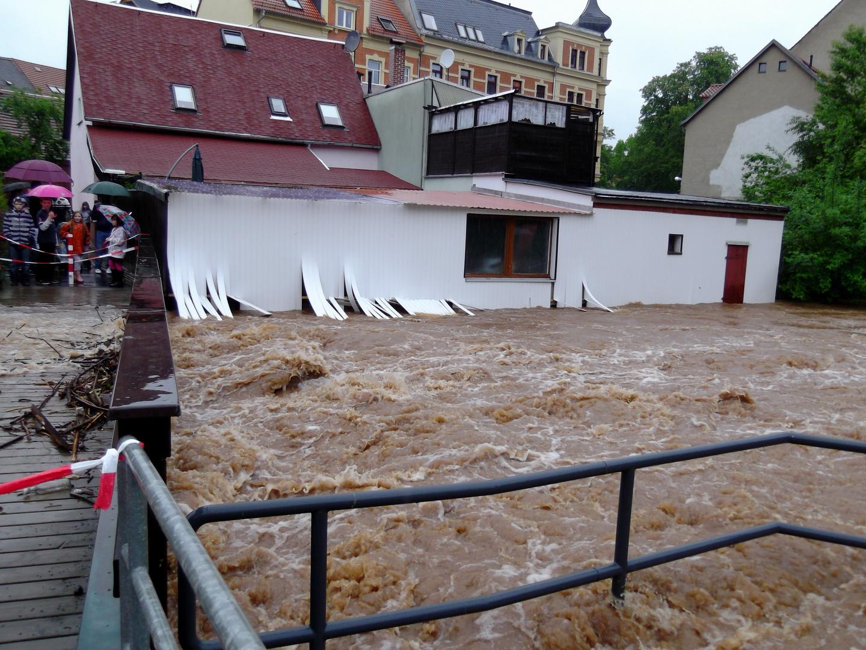 Hochwasser in Werdau - Wie lange hält es noch stand ? Foto