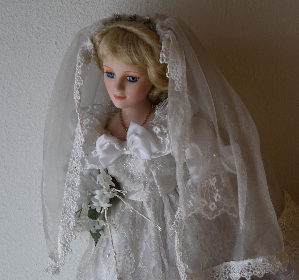 Hochzeit`s Puppe