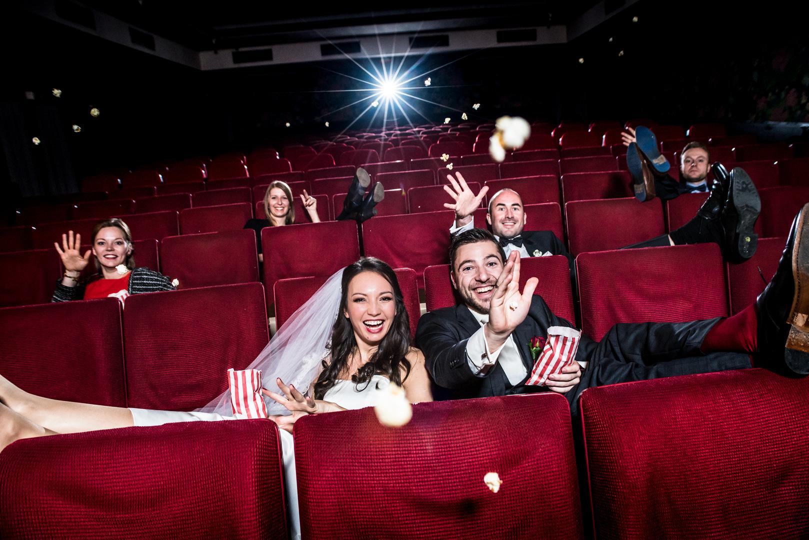 Hochzeitsfoto im Kino