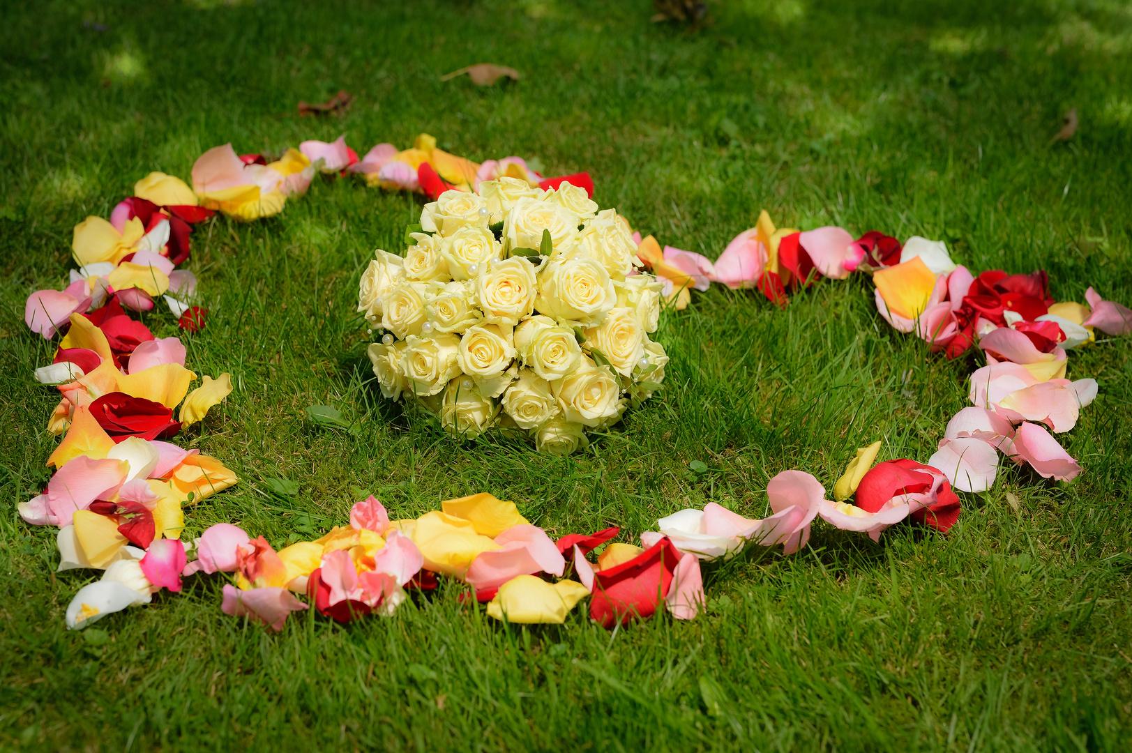 Hochzeitsstrauss Mitten Im Herz O Foto Bild Hochzeit Menschen