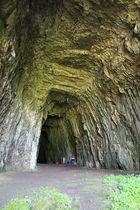 Höhleneingang der Grotte du chateau de la roche - France-Jura