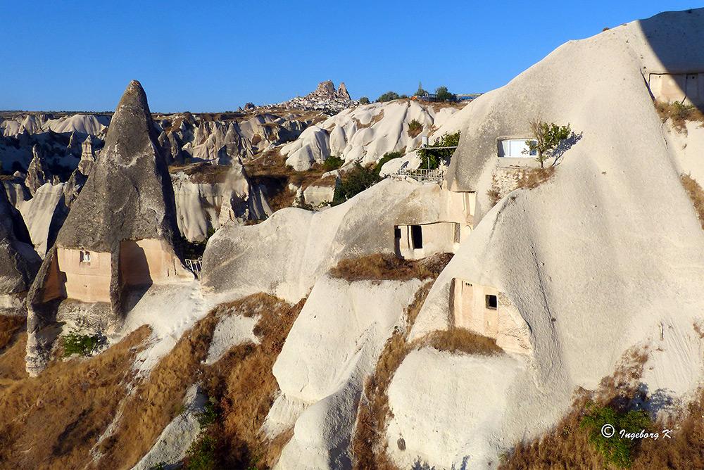 Höhlenwohnungen - - noch bewohnt