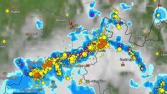 Hoffnungsfroh wegen des Regens in Sorge wegen der heftigsten Gewitter