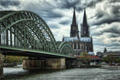 Hohe Domkirche St. Petrus zu Köln ... Fernwärme braucht auch der Dom
