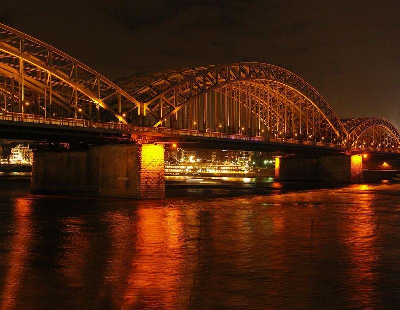 Hohenzollernbrücke in Kölle