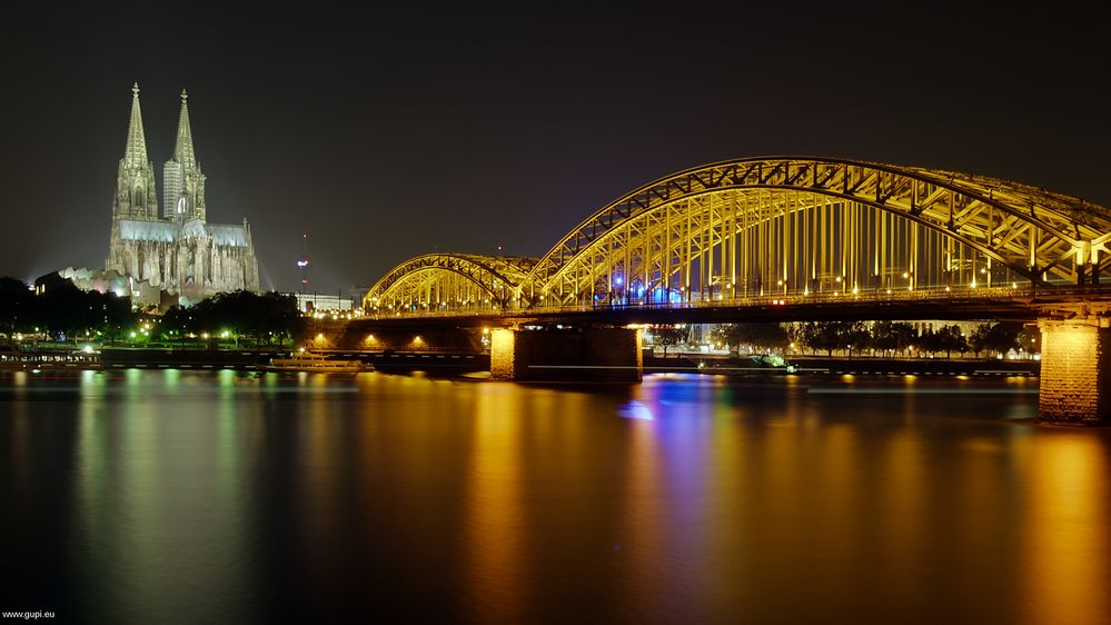 Hohenzollernbrücke mit Bahnhofskapelle - II