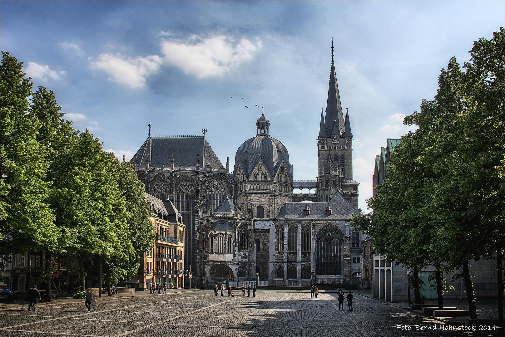 Hoher Dom zu Aachen .....