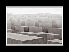 Holocaust-Mahnmal grau in grau