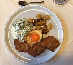 Holsteiner Schnitzel mit Bratkartoffeln